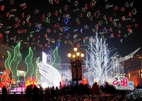 beijing puts on christmas decorations china org cn