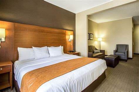 comfort suites berlin oh comfort suites berlin hotel conference center 100