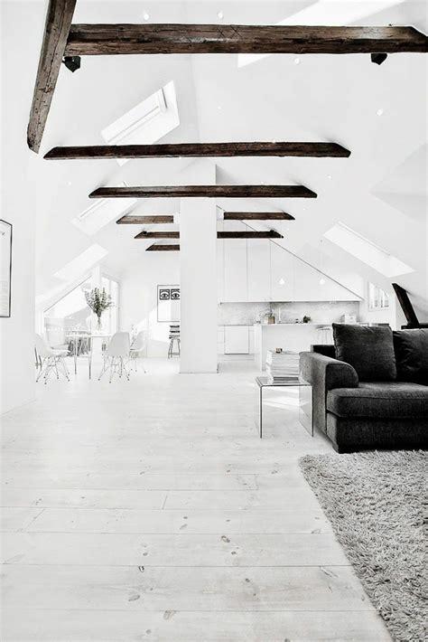 chambre a coucher violet et gris la poutre en bois dans 50 photos magnifiques
