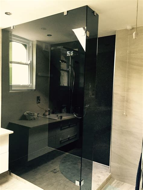 shower screens doors nottingham lee glass  glazing