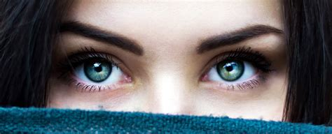 staring  someones eyes   minutes induces  altered state  consciousness