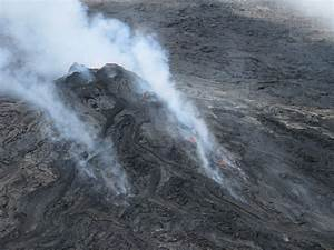 Lava flow slowly burns forests north of Pu'u O'o crater