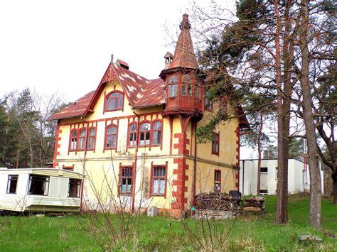 Latvijas muižas un pilis un citas interesantas vietas ...