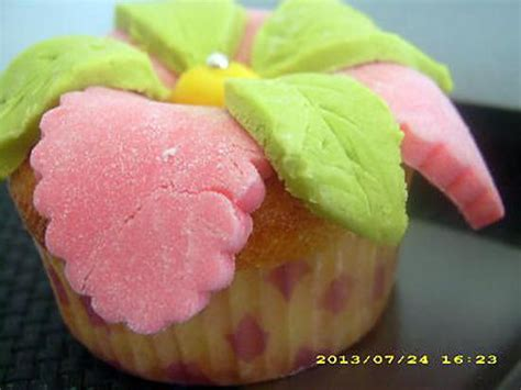 cupcake et pate a sucre recette de cupcakes au nutella et p 226 te 224 sucre fleur