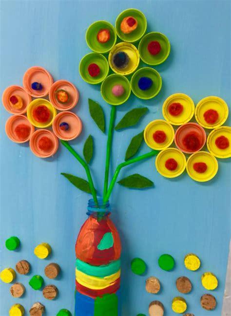 fiori con i bicchieri di plastica 20 idee per lavoretti con tappi di plastica per bambini