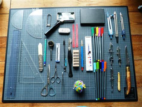 reliure bureau bureau contenu essentiellement du matériel de dessin