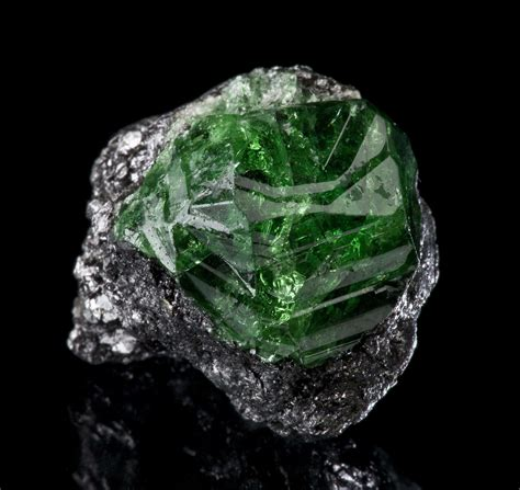 Tsavorite Garnet Value, Price, and Jewelry Information
