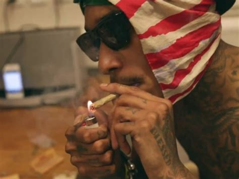 wiz khalifa smokes weed sky remains blue in bed rest