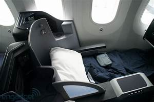 United's Boeing 787 Dreamliner interior - First Class ...