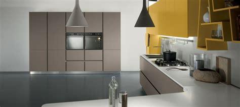 cuisine moderne taupe déco cuisine moderne 50 propositions en couleurs vives