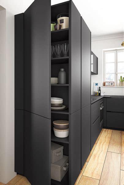 meubles hauts cuisine cuisine moderne noir et bois ouverte ambiance rétro