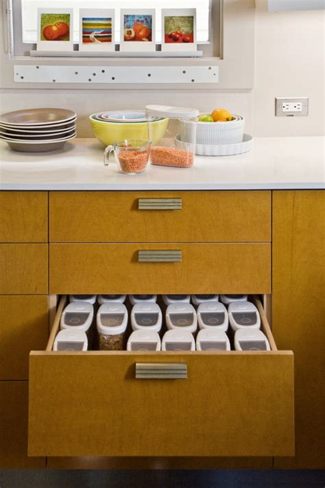 best way to organize kitchen cabinets and drawers what 39 s the best way to organize containers