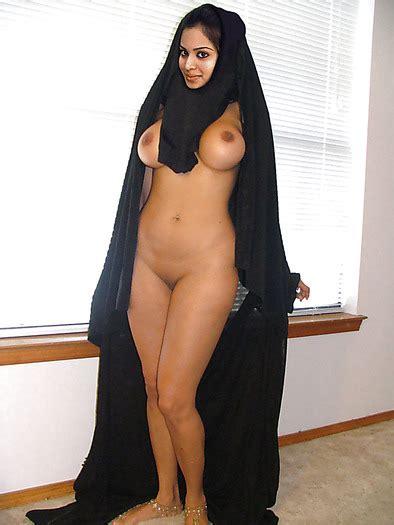 Hijab Nude