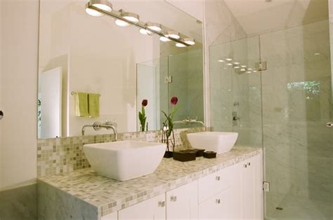 is it ok to use glass tile for bathroom countertops