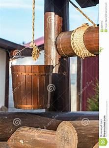 Une Corde De Bois : puits en bois seau sur une corde image stock image ~ Melissatoandfro.com Idées de Décoration