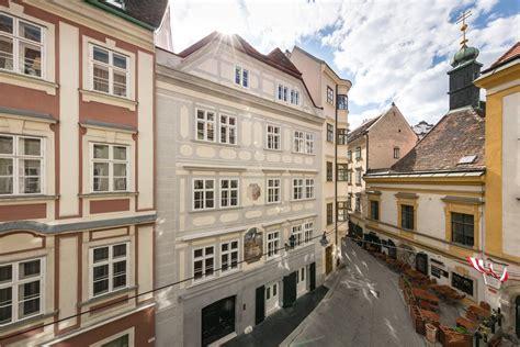 Haus Kaufen Ausserhalb Wien by Zur Sch 246 Nen Laterne Ein Stadthaus Im Herzen Wien