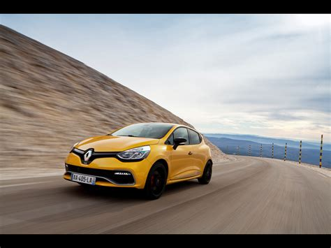 2013 Renault Clio Rs 200 Edc Motion Front Angle Wallpapers