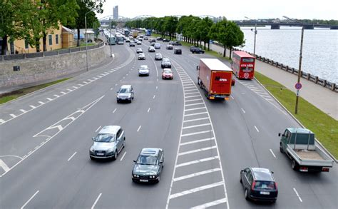 No nākamā gada ieviesīs vieglo automašīnu reģistrācijas nodokli - Jauns.lv
