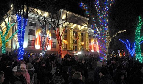 thousands expected  head  downtown prescott dec