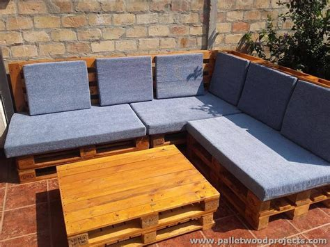 Pallet Corner Sofa with Table   Pallet Wood Projects