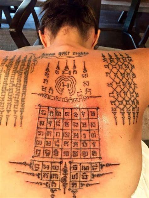 decouvrez le dernier tatouage dangelina jolie scellant
