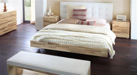 Bett Mit Wandpaneel by Schwebendes Bett Aus Eschenholz Mit Kopfteil Bett Portland