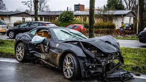 ferrari crasht tegen twee bomen auto zwaar beschadigd omroep brabant