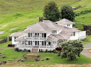 Oprah Winfrey's Many Multimillion-Dollar Homes, From