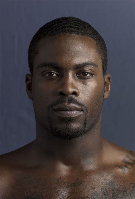michael vick biography celebrity facts  awards tv guide