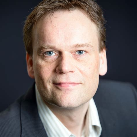 Met een onderbreking waarin hij zelf weer ondernemer werd, vervulde hij meerdere leidende posities, zoals boegbeeld van de taskforce. Hans De Boer : Hans de Boer onverwacht overleden ...