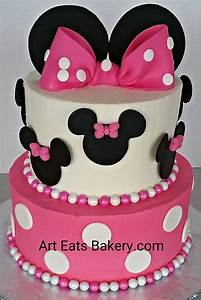 The 25+ best Minnie mouse birthday cakes ideas on ...