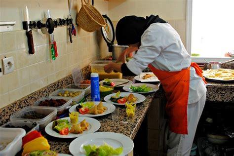 la cuisine des femmes a marrakech sauve les femmes avec des cours de