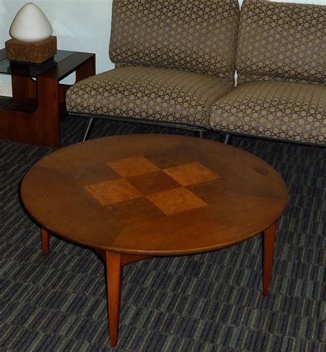 The manor park mid century modern round coffee table proves that form and function are synonymous. MID-CENTURY MODERN LANE FURNITURE ROUND COFFEE TABLE w ...