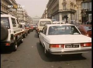 Mercedes Paris 17 : 1983 mercedes benz diesel w123 in clive james postcard from paris 1989 ~ Medecine-chirurgie-esthetiques.com Avis de Voitures