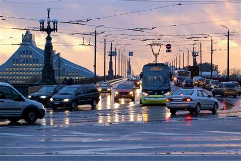 Tuvākā diennakts būs apmākusies un lietaina - Latvijā - nra.lv