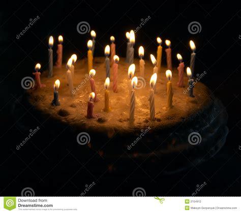 candele di compleanno grafico a torta di compleanno con le candele fotografia