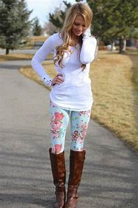 How To Wear Floral Leggings 2018 | FashionGum.com