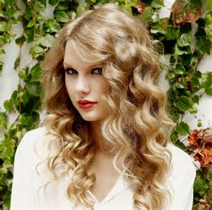 Taylor Swift Loose Curly Hairstyles
