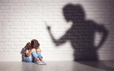 school officials  mandated  report suspected child