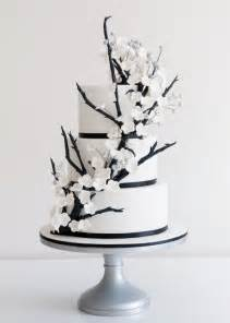 black and white wedding cake deer pearl flowers
