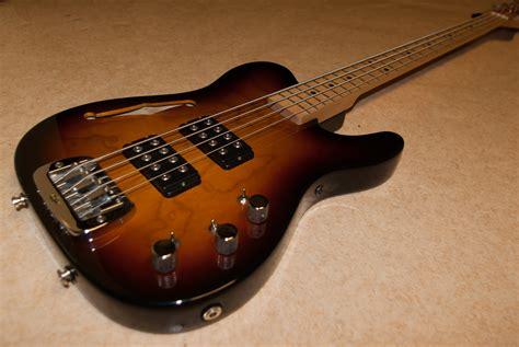 foto de G&L ASAT Bass Semi Hollow image (#403247) Audiofanzine