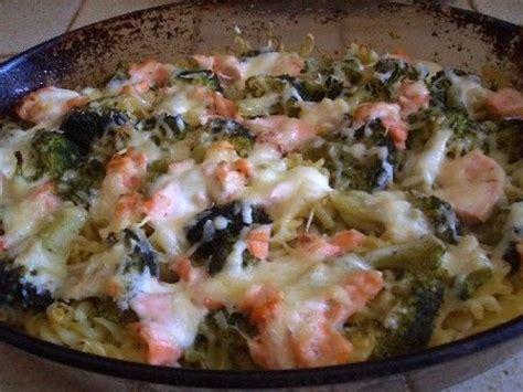 cuisiner le brocolis frais le gratin de pâtes au saumon et brocolis une recette facile