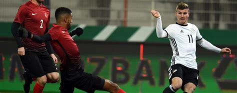 Dänemark hat noch keinen punkt, mit einem sieg gegen russland ist aber noch die qualifikation fürs achtelfinale drin. Vorbereitung auf Confed-Cup: Gegen Dänemark einspielen für ...