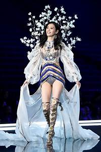 Ming Xi: The Model Who Fell on Victoria's Secret Fashion ...