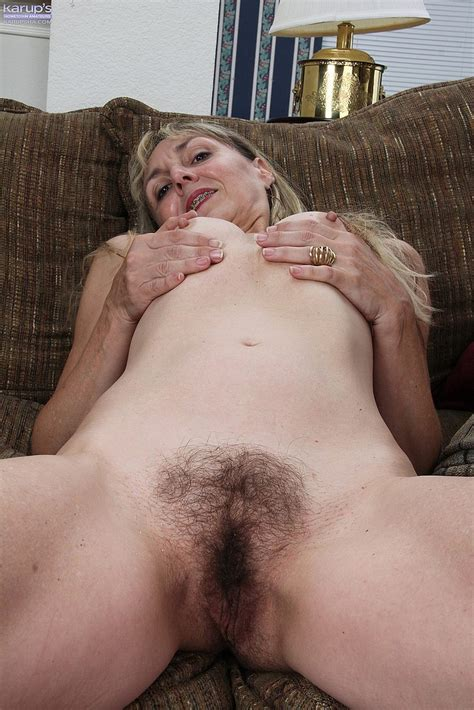 horny mature sophie fingers her hairy slit photos sophie 4 busty vixen