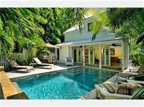 pool landscaping ideas for small backyard on http