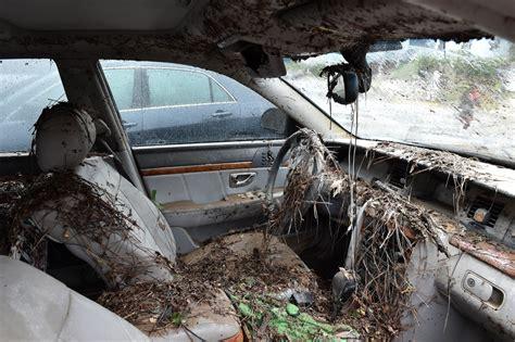 south carolina flooding leaves  dead hundreds evacuated