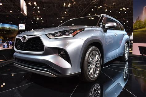 toyota highlander family suv making  debut