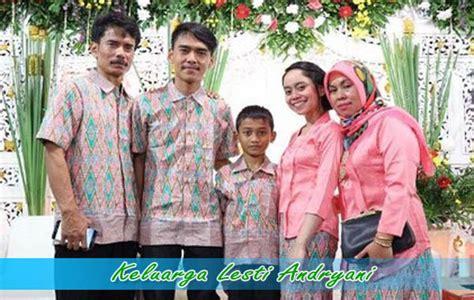 lesti andryani bersama keluarga asli indonesia