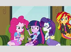 Image Twilight Sparkle embarrassed around her friends